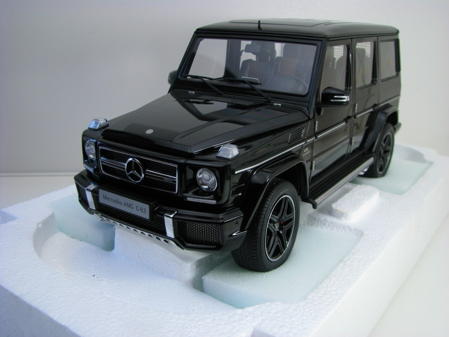 Mercedes-AMG G 63 Gloss Black 1:18 Autoart